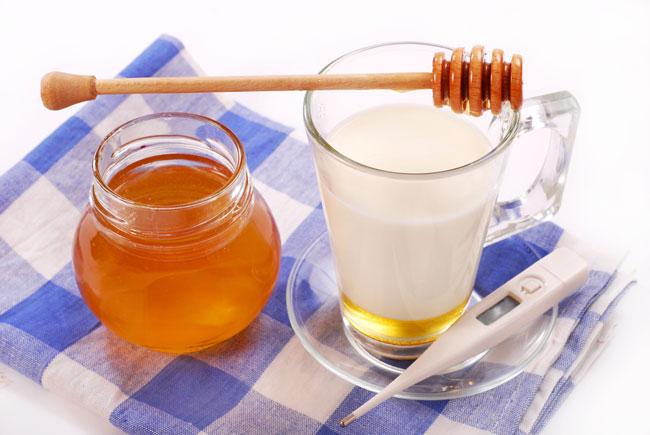стакан теплого молока с медом
